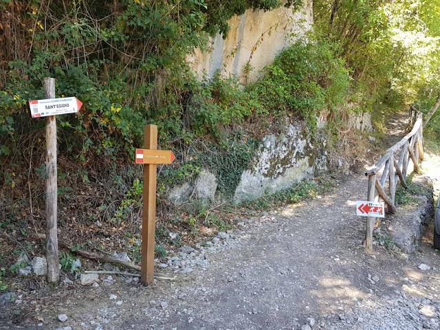 Inizio del sentiero del cuore-Lago di Scanno a forma di cuore