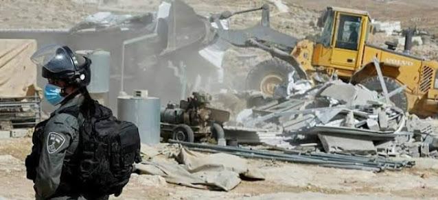الاحتلال يهدم منازل جنوب الخليل
