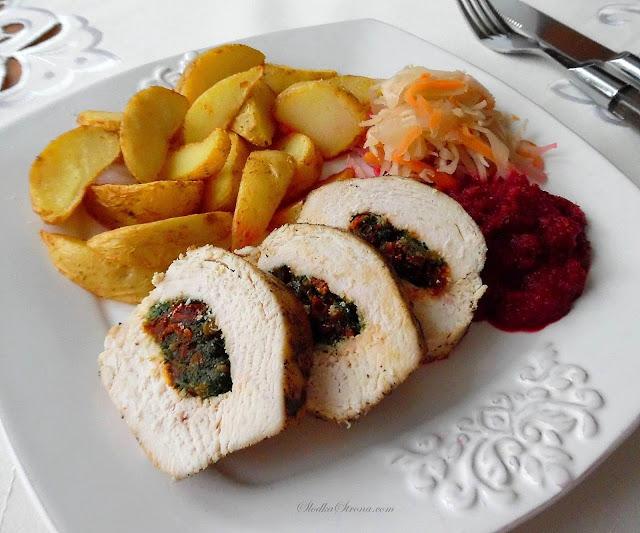 Kurczak ze Szpinakiem, Suszonymi Pomidorami i Mozzarellą - Przepis - Słodka Strona