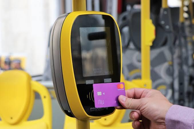 Todas as linhas de ônibus de São Paulo devem receber pagamento de tarifa com cartão de crédito e debito em 2020