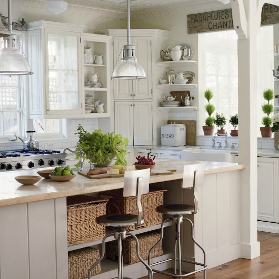 Open kitchen cabinets paired with classic glass door cabinets mixes styles in a perfect way