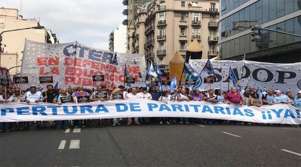 Bancarios y docentes argentinos van a paro por reclamo salarial