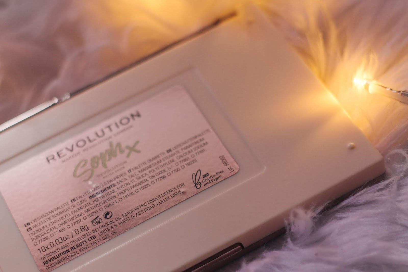 Revolution is 100% cruelty-free & the majority of their products are also vegan.    This year I brought a lot more skincare than makeup to the blog (which is not at all bad), but I want to continue to bring makeup, after all is, and will continue to be a great interest of mine. Reviewing this palette is the perfect way to end the year! It's Soph's second eyeshadow palette with Revolution - the Extra Spice.    Soph is a British youtuber (Sophdoesnails) and in partnership with Revolution launched some make-up products. Among them are this palette, other eyeshadow palette, a highlighter palette, and three lipsticks.