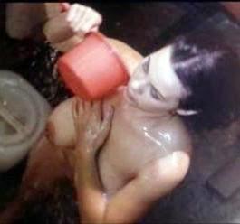 foto tante girang lagi mandi