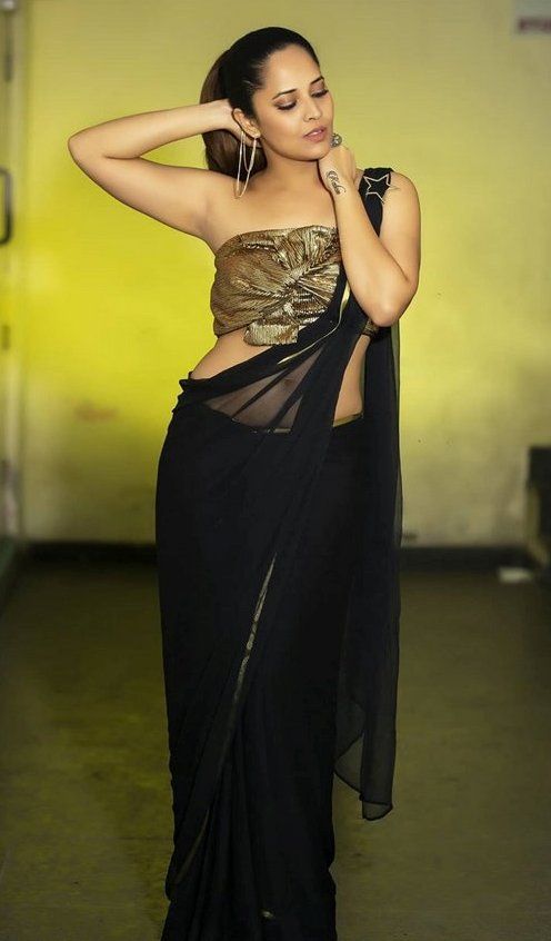 Anasuya hot images - Navel show in black saree