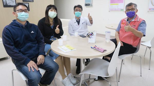 彰化醫院開打AZ疫苗 院長曾孔彥帶頭接種