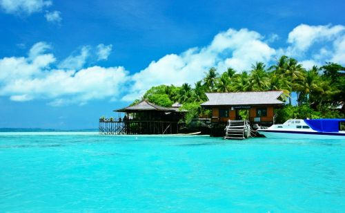 Pantai Paling Indah di Indonesia - Pantai Derawan, Kalimantan Timur