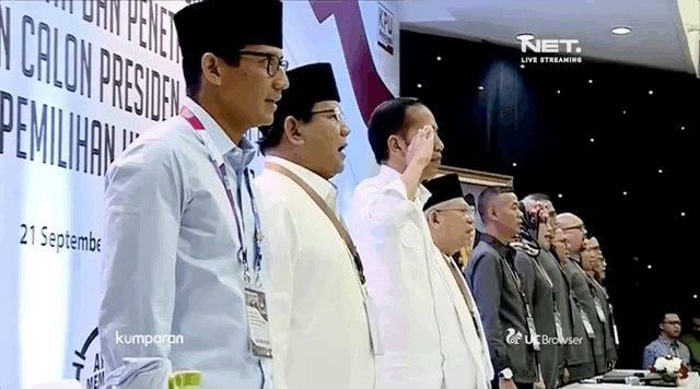 Saat Menyanyikan Lagu Indonesia Raya di KPU, Jokowi Kok Beri Hormat ?