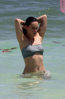 Rumer-Willis-In-Bikini-Seen-at-a-beach-in-Mexico--17+%7E+SexyCelebs.in+Exclusive.jpg