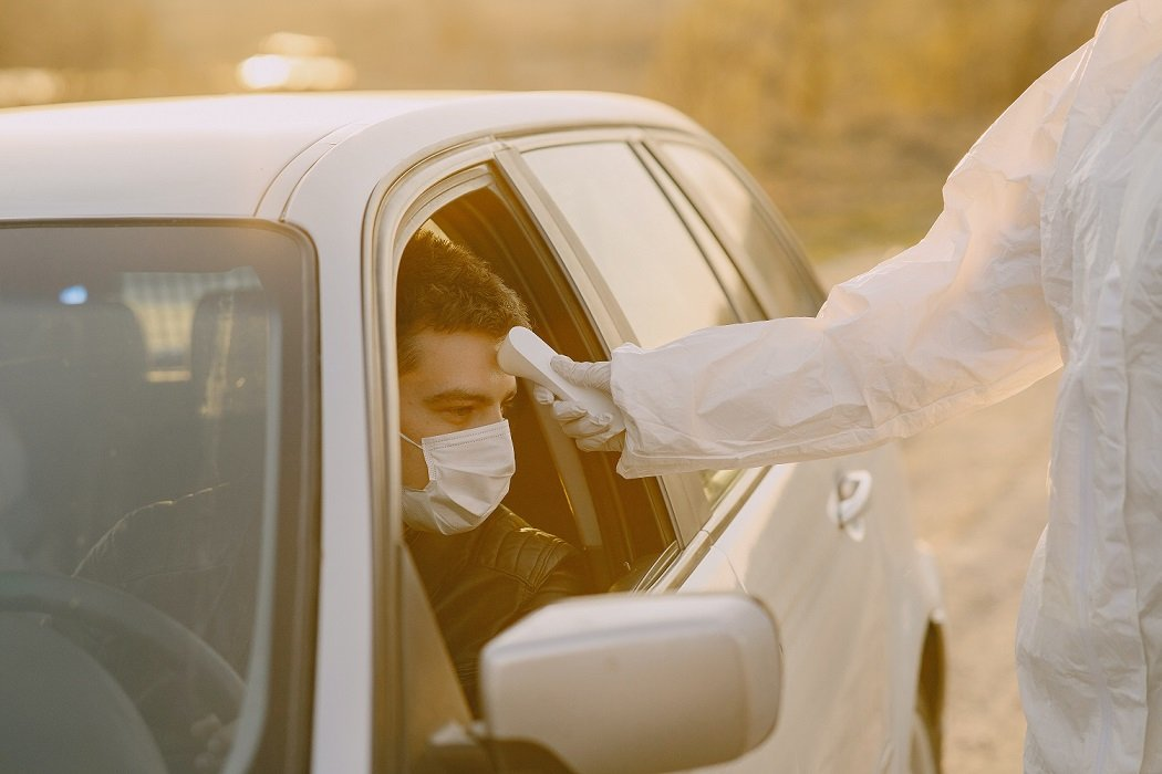 Medidas básicas que debes seguir si viajas en auto durante la cuarentena