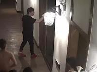 'Berisik' Saat Bercinta, Pria China Diseret dari Kamar Hotel