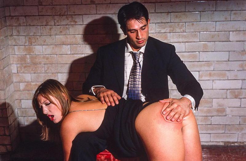 фото отшлепал жену