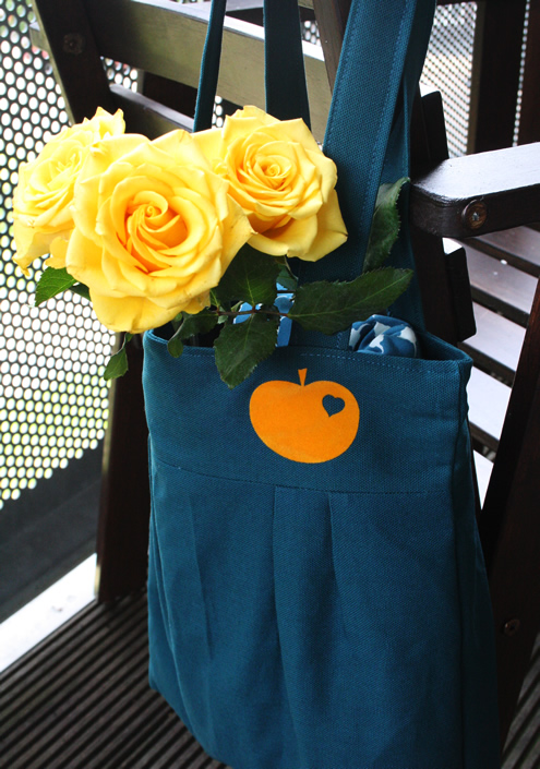 Pleated tot bag: petrol blue and orange