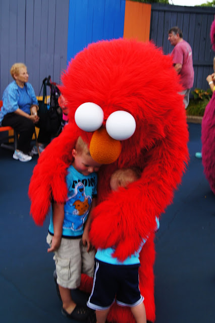hugs from elmo