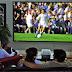 Máy chiếu đem lại một mùa bóng đá sôi động ở quán cafe