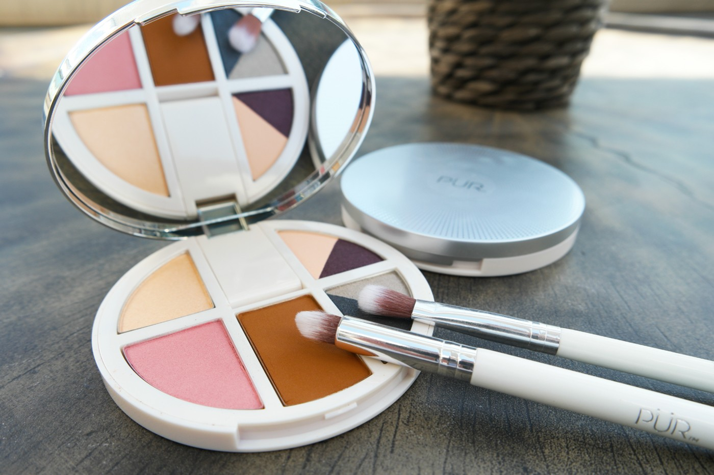 Review Pr Cosmetics Vanity Palettes Eyes Cheeks Purcosmetics Inez Color Contour Plus Loose Eyeshadow Powder Sparkling Silver This Portable Palette Is Perfect For Your Busy Lifestyle With 4 Eye Shadows A Blush Bronzer And Highlighter Taking Look From Meetings To