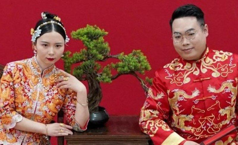 Terpisah Dua Bulan Karena Karantina, Kini Pasangan di Wuhan Ini Gelar Acara Pernikahan Walau Sederhana
