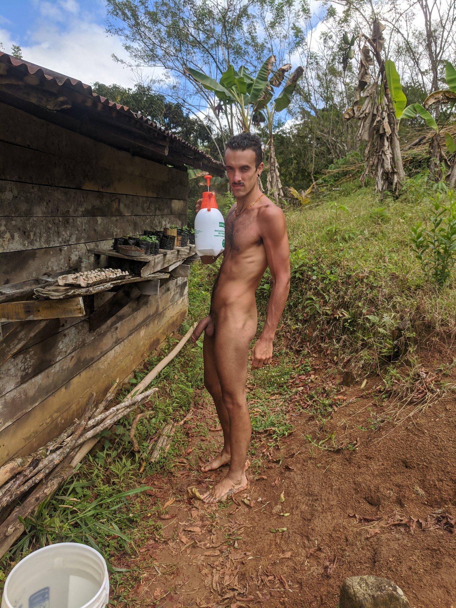 macho del campo sin ropa