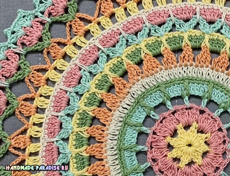 Круглая разноцветная салфетка крючком (3)