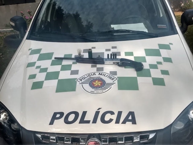 Após denúncia, espingarda e munições são apreendidas pela Polícia Ambiental em Presidente Bernardes
