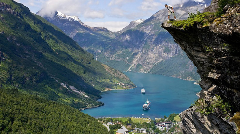 Geirangerfjorden - un escénico fiordo y un pintoresco pueblo en Noruega
