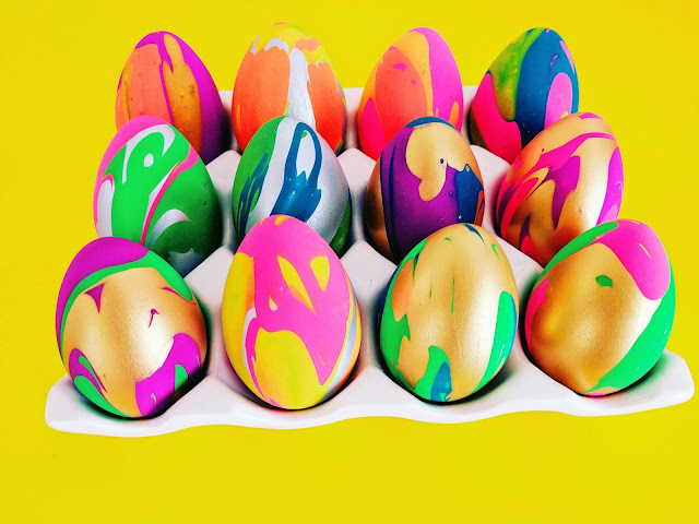 decorate Easter eggs with paint drip Easter eggs to make with kids