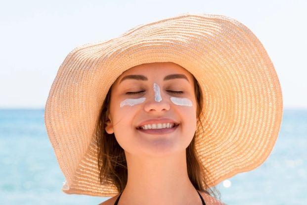 sunburn, sunburn on face, terbakar matahari, makeup untuk sunburn, cara mengatasi sun burn, aloe vera,