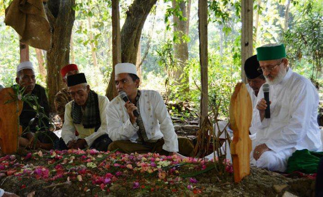 Makam Ulama Asal Jawa Barat Ini Didatangi Cucu Dari Syekh Abdul Qadir Jailani