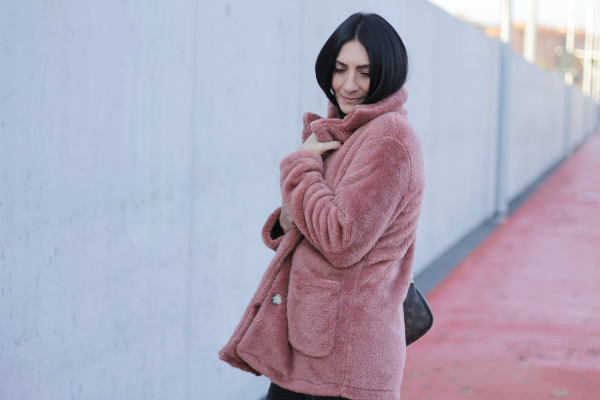 paola buonacara, themorasmoothie, storia del teddy coat, teddy coat rosa, teddy coat shein, sheingal, pink coat, pink, fashionblogger, influencer, influenceritaliana, verona, italianfashionblogger, look, outfit, outfit pink
