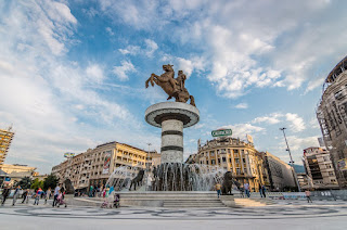 Εμπαιγμός με τις αλλαγές ονομάτων σε αεροδρόμια και δρόμους στα Σκόπια