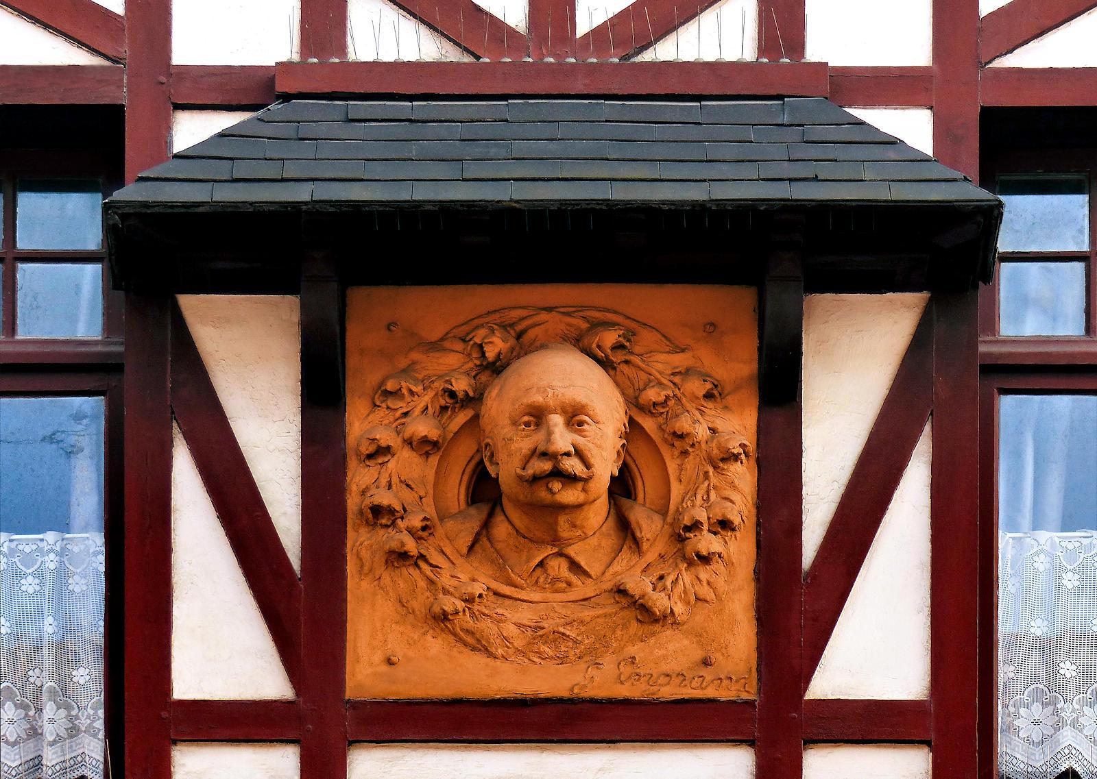 Maison du Broutteux - Buste de Jules Watteeuw, Engrand