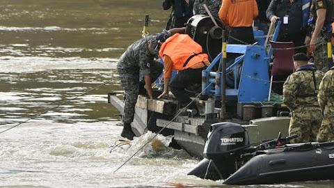 Újabb áldozatot emeltek ki a Dunából, a hajóroncsnál