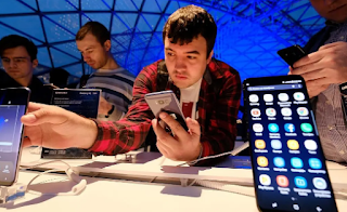 Samsung overtakes Apple in smartphone shipments as Xiaomi closes in