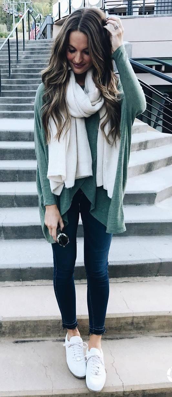 ootd / white scarf + top + skinny jeans + sneakers