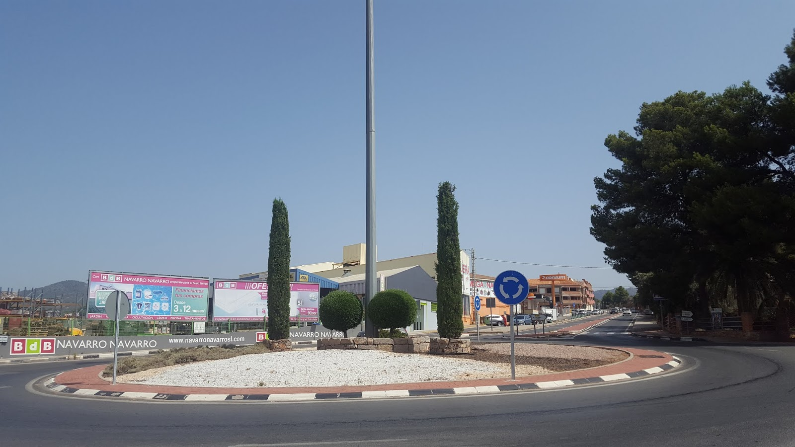 Roundabout at junction of CV-310 and CV-315 roads at the beginning of l'Oronet