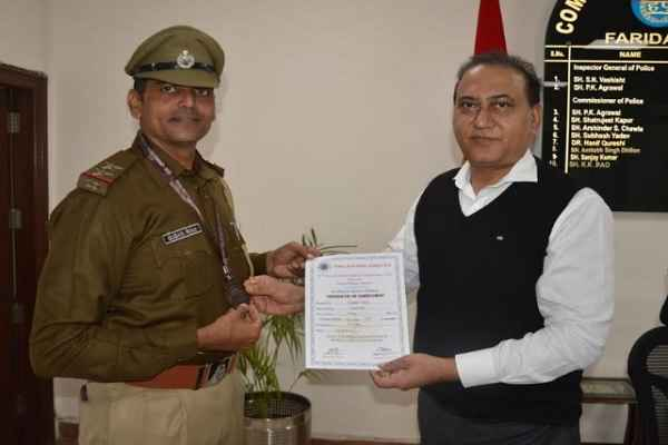 faridabad-cp-kk-rao-praised-sub-inspector-gugan-ram-faridabad-police
