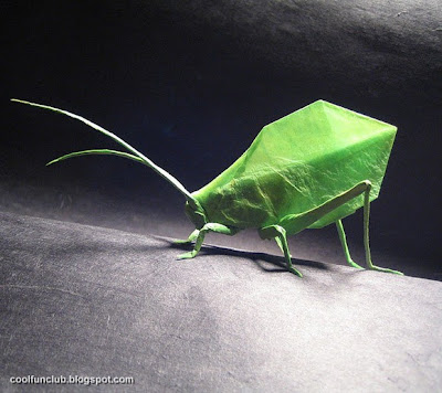 Insecto verde de papel Papiroflexia u origami.