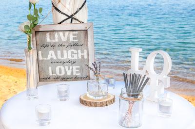 Cartel y letras boda en la playa