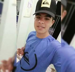 Jovem morre e amigo tem pernas quebradas em batida entre moto e caminhão na Paraíba