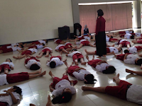 4 Variasi Gerakan Dasar Berbaring Untuk Anak Usia Sekolah Dasar