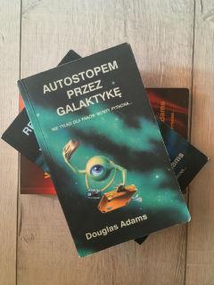 """Autostopem przez Galaktykę"" Douglas Adams, fot. paratexterka ©"