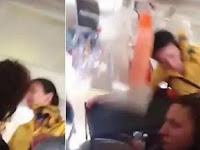 Video Detik-detik Pramugari dan Kereta Makanannya Terlempar ke Langit-langit Pesawat saat Turbulensi