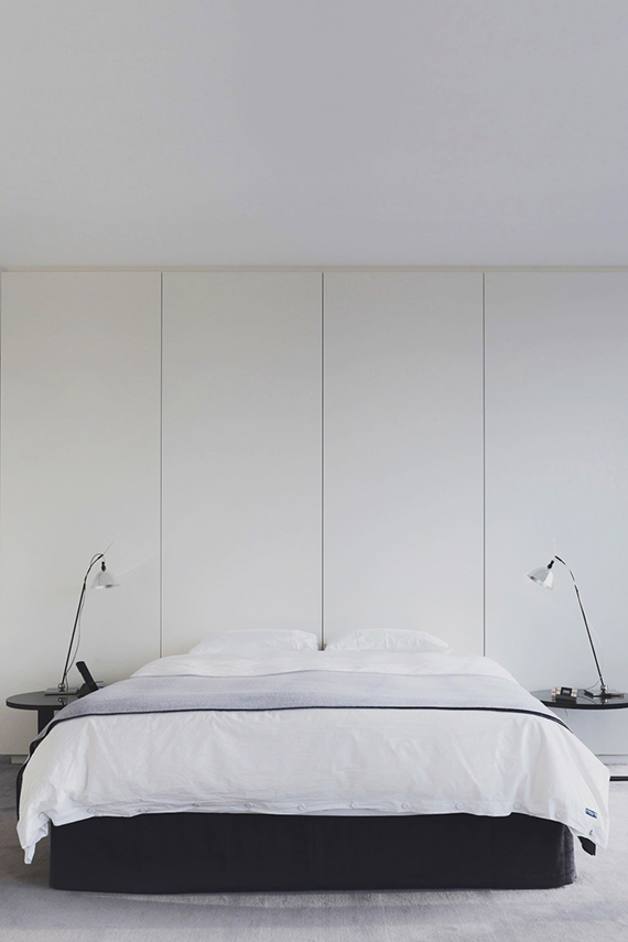High-impact things to hang over your headboard | Minimalist bedroom design. Empty wall