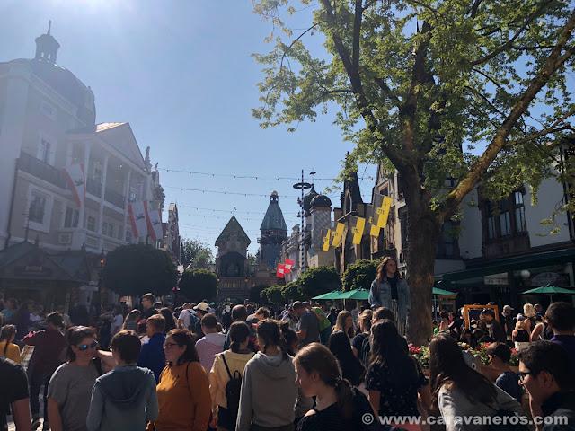 Muchísima gente en Europa Park | Alsacia y la Selva Negra en autocaravana