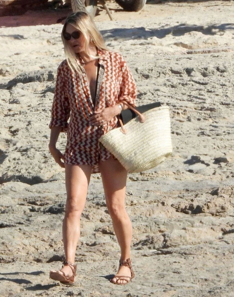 Kate Moss Clicked Outside on the Beach in Italy 6 Aug -2020