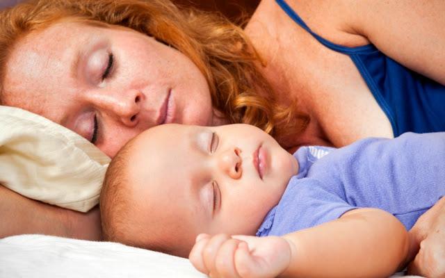 Ребенок должен спать возле мамы, пока ему не исполнится три!!!