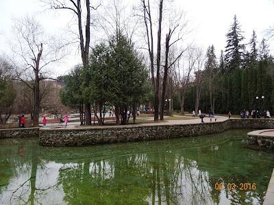 Зеркальный пруд и Стеклянная струя, лечебный парк Кисловодска, март 2016