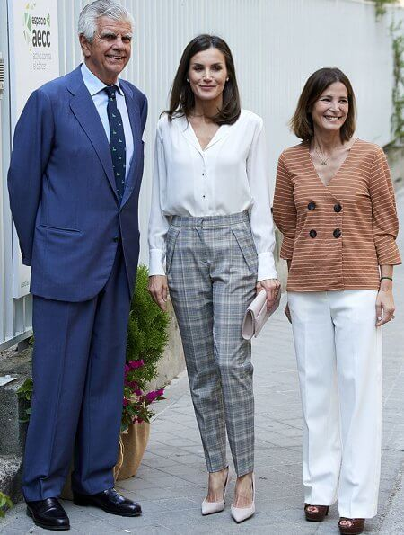 Hugo Boss prince of wales checked trousers, and Boss white silk blouse, and Magrit pumps, diamon earrings