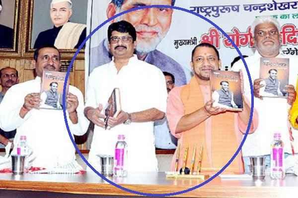 raja-bhaiya-raghuraj-pratap-singh-seen-with-cm-yogi-adityanath