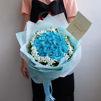 bunga valentine, mawar biru, buket bunga dan cokelat, buket bunga ferrero rocher, buket bunga mawar, bunga mawar valentine, handbouquet mawar, buket rose, toko bunga, florist jakarta, toko bunga jakarta barat